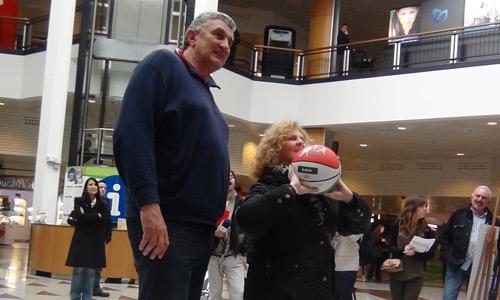 'Encestando ilusiones', un éxito de solidaridad en el Max Center